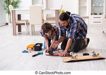 修理, 他的, 父親, 滑板, 年輕, 兒子, 家