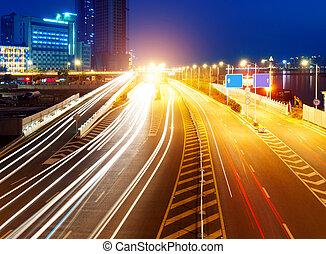 光, 高速公路, 形跡