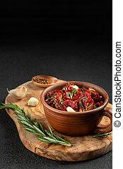 切, 碗, 垂直, 黏土, 板, 番茄, copyspace, 迷迭香, 圖像, 太陽弄干了, 橄欖, 木頭, 大蒜, 香料
