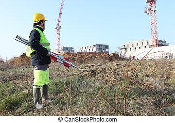 到達, 建造者, 建築工地