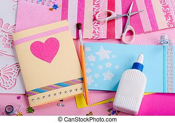 卡片。, 剪刀, 問候, 膠, 著色紙張, 工作場所, 女孩` s, 做