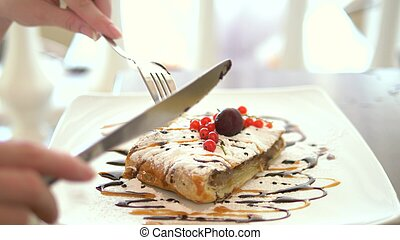 叉子, 傷口, 蘋果, cream., strudel, 冰, 手, 蛋糕, close-up., 部分, 香草, 刀