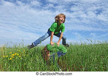 夏天孩子, 健康, 蛙跳, 在戶外, 玩, 愉快