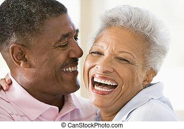 夫婦, 在室內, 笑, 放松