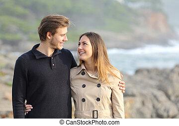 夫婦, 海灘, 拿, 步行