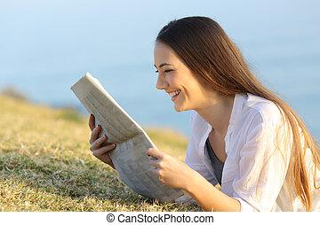 婦女讀物, 報紙, 草, 躺, 愉快