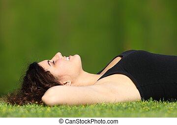 婦女, 放松, 公園, 有吸引力, 草, 躺