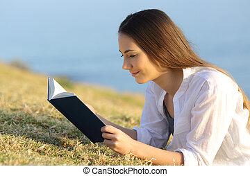 婦女, 放松, 紙, 閱讀, 草, 書, 躺