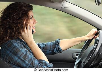 婦女, 汽車, 談話, 看法, 電話, 邊, 開車