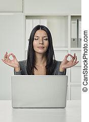 婦女, 瑜伽, 膝上型, 手, 手勢, 相當, 使用