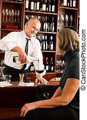 婦女, 酒吧, 侍者, 玻璃, 服務, 年長者, 酒