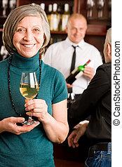 婦女, 酒吧, 男服務員, 年長者, 討論, 酒