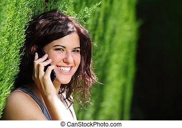 婦女, 電話, 公園, 微笑, 有吸引力