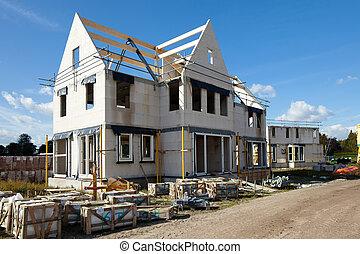 家庭家, 新, 建築物