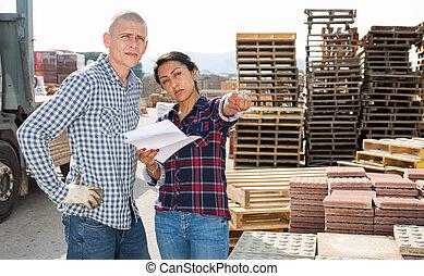 工人, 婦女, 給, 站點, 建設, 經理, 指示, 商店
