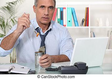 工人, 錫, 吃, 罐頭, 辦公室