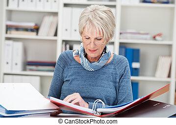 工作, 從事工商業的女性, 努力, 年長, 辦公室