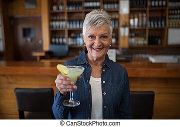 年長者, 有, 雞尾酒杯, 婦女, 酒吧