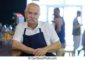 年長者, 男服務員, 肖像