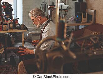 年長, 工作, 補鞋匠