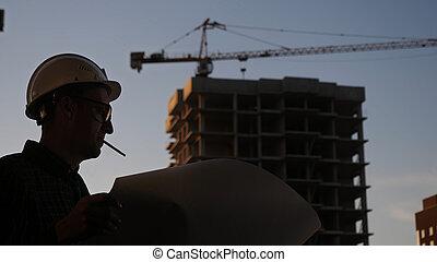 建造者, 黑色半面畫像, 安全, 紙, 建設, 鋼盔, 穿戴, smoking., 藍圖, 工程師, 看