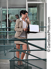 從事工商業的女性, 外面, 辦公室電話