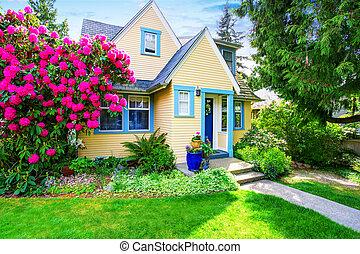 房子外部, 開花, 杜鵑花, 黃色, 小