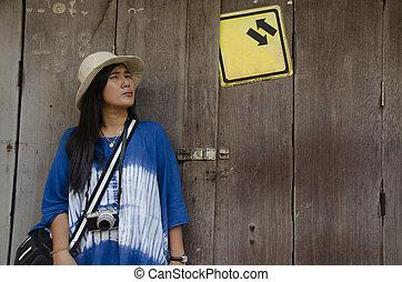 拿, 風格, 婦女, 老, 可汗, 門, 相片, 訪問, 木制, 街道, 矯柔造作, 亞洲人, 夜晚, chiang, 旅行者, 泰國, 市場, retro