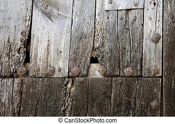 木制的門, 細節