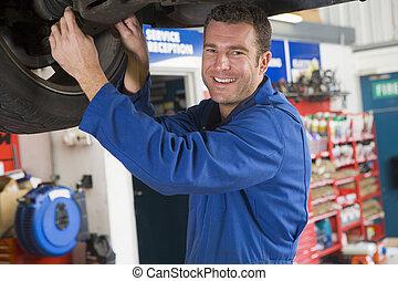 汽車, 微笑, 技工, 工作, 在下面