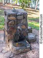 泉水, 石頭, 喝酒, 老, 人物面部影像逼真