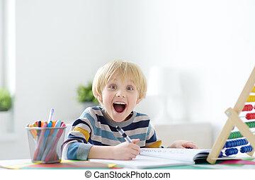 準備, 家庭作業, 興奮, does., 孩子, 學校, 充滿熱情, 高興, 基本, 學習, 什麼, process., 教育, school., 男孩, 學齡前儿童, 大約, home., 他