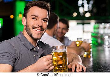 漂亮, 酒吧, 年輕, 啤酒, 喝酒, 人, 微笑, bar.