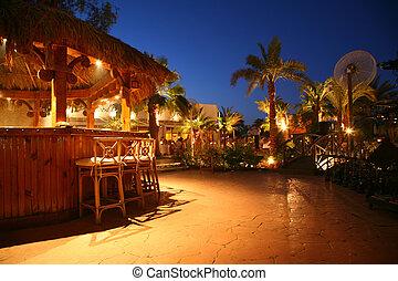 熱帶, 2, 酒吧