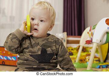 男孩, 電話, 白膚金發碧眼的人, 談話, 玩具, 很少, 頭髮