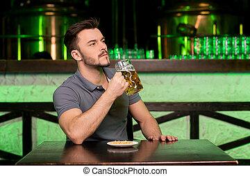 當時, 酒吧, 坐, beer., 去, 啤酒, 仔看, 杯子, 藏品, 深思, 新鮮, 喝酒, 人