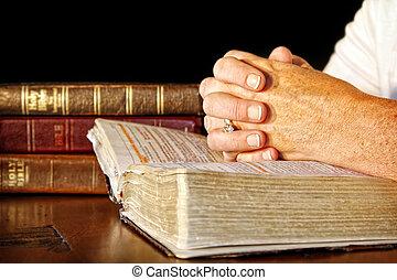 祈禱, 婦女, 神圣, 圣經