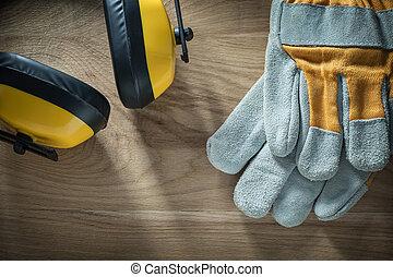 禦寒耳罩, 防護手套, 木頭, 板