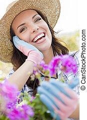 穿, 婦女, 園藝, 年輕 成人, 在戶外, 帽子