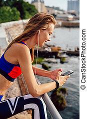 站立, 婦女, 碼頭, 頭戴收話器, 健身, 使用, smartphone