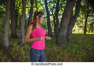 粉紅色, 灰色, 襯衫, 自然, 貼身襯衣, 頭戴收話器, 出現, 運動, 樹林, 跑, 透過, 听, 音樂, 女孩, 跑, 白色, 歐洲