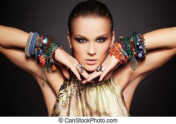 美麗的婦女, 手鐲