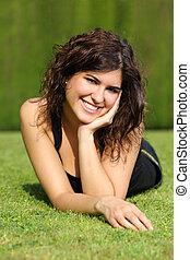 美麗, 草坪, 婦女, 公園, 肖像, 躺, 愉快