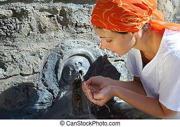 美麗, 頭巾, 婦女, 年輕, 水, 牆壁, 泉水, 梵蒂岡, 小, 喝酒, 紅色
