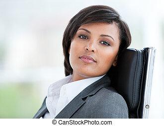 肖像, 事務, 工作, 黑發淺黑膚色女子, 婦女