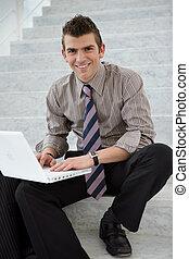 膝上型, 經理人, 年輕, 電腦, 樓梯井, 使用