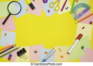 自由, 筆記, stationery., 頂部, 辦公室。, 框架, 學生, 空, 背景, text., 報紙, 觀點。, 訓練, 概念, 黃色, 空間, 學校