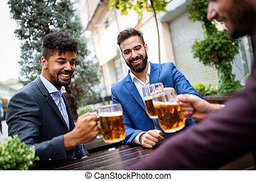 談話, friends., 啤酒, 喝酒, 愉快, 人, pub, 最好, 會議, 事務, 年輕