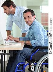 輪椅, 人, 書桌
