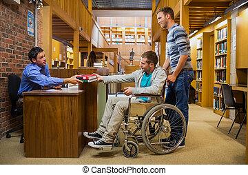 輪椅, 男性的學生, 計數器, 圖書館